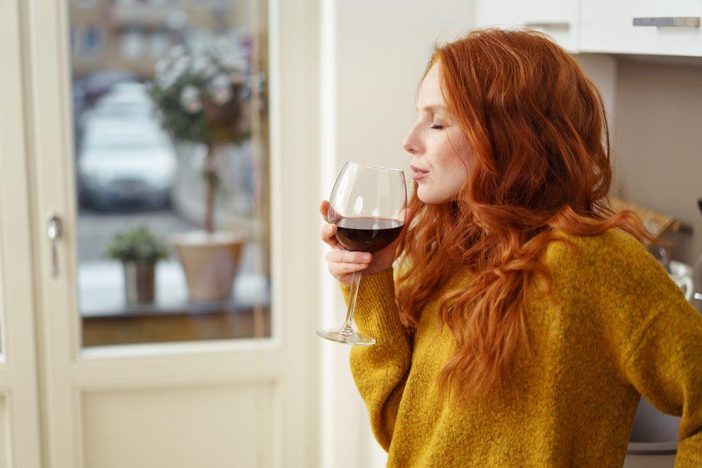 Pour une peau jeune et éclatante, limitez les excès d'alcool.