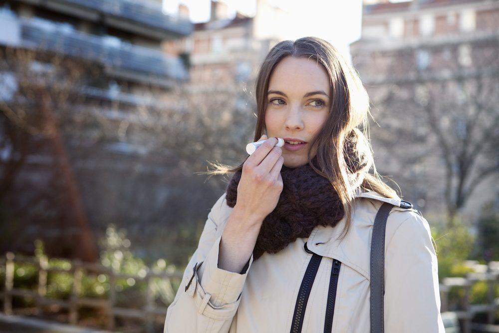 Pour une peau jeune et éclatante, protégez vos lèvres et endroits plus vulnérables.