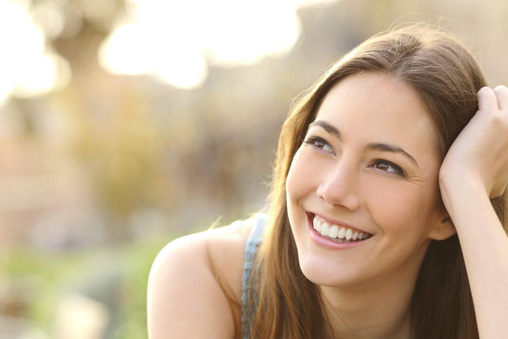 Pour une peau jeune et éclatante, nettoyez votre peau avec un savon doux.