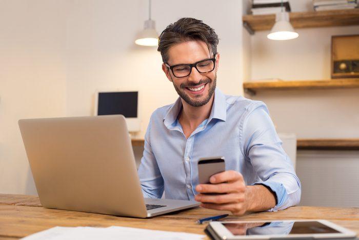 Règle de politesse et étiquette: Coupez la sonnerie de votre téléphone.