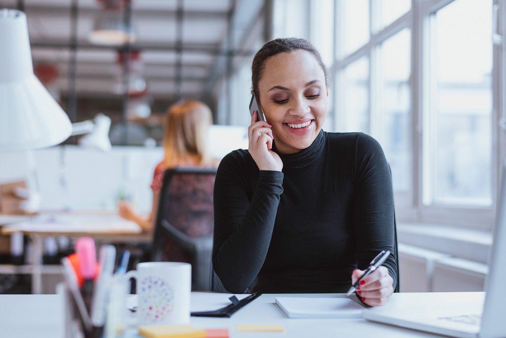 Règle de politesse et étiquette: Messages téléphoniques au bureau: faites court!