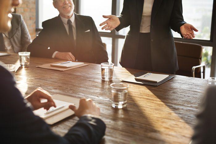 Règle de politesse et étiquette: Respectez votre patron.