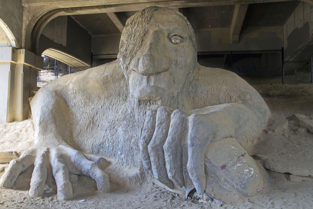 Fremont Troll à Seattle, une attraction touristique étrange.