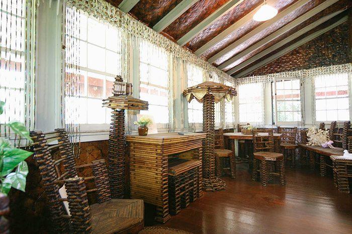 L'attraction touristique étrange: la maison de papier au Massachusetts.