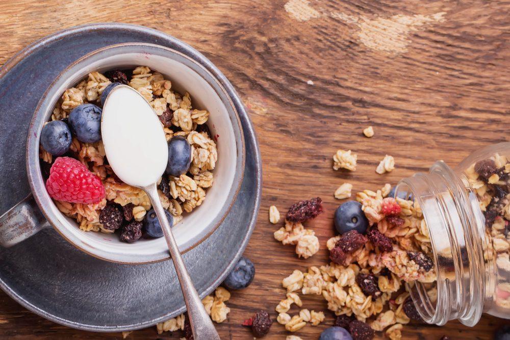 Les meilleures collations santé: granola maison.