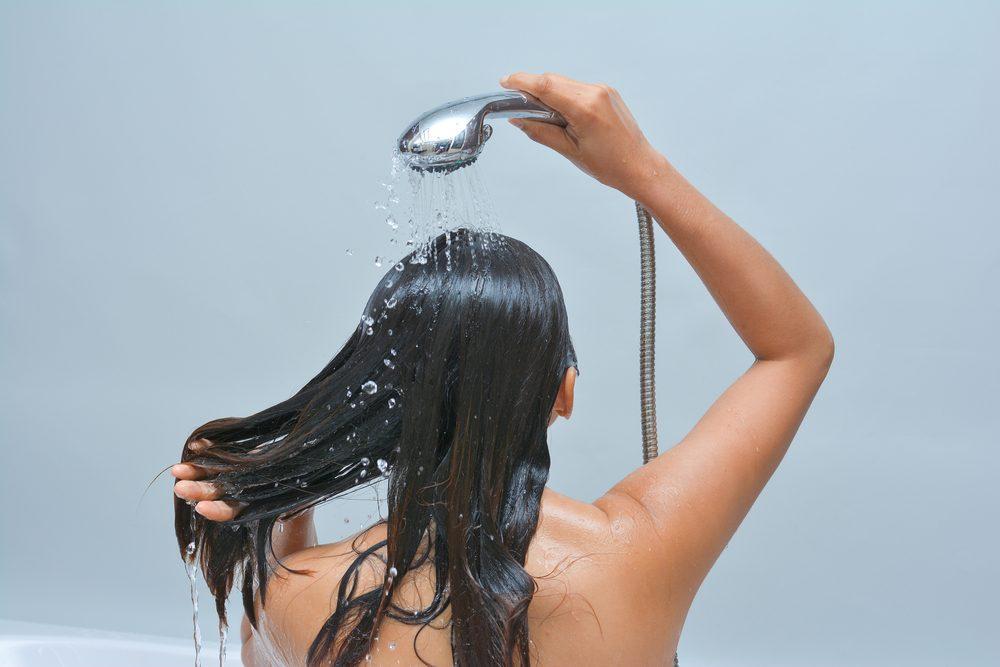 Ne dormez pas les cheveux mouillés, car cela peut endommager vos cheveux.