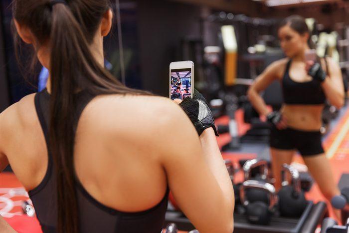 Pour vous motiver, documentez votre journal d'entraînement dans les médias sociaux.