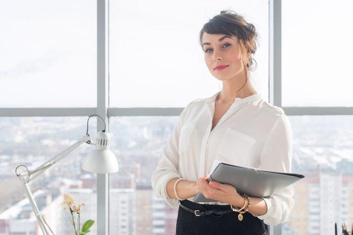 Pour avoir l'air crédible en milieu de travail, adoptez une bonne posture.