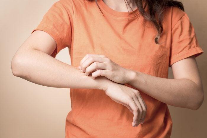 La présence de plaques peuvent constituer un symptôme de la leucémie.