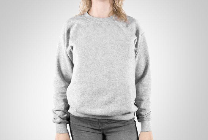 Les pires erreurs et faux-pas vestimentaires: des vêtements défraîchis.