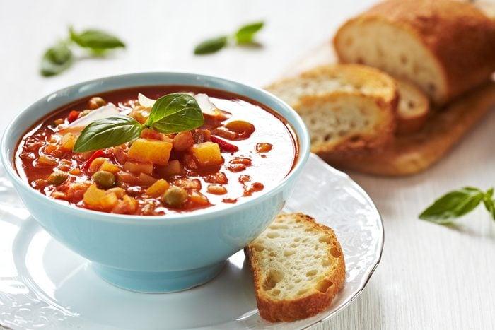 Une recette de lunch pour le thermos de soupe minestrone.