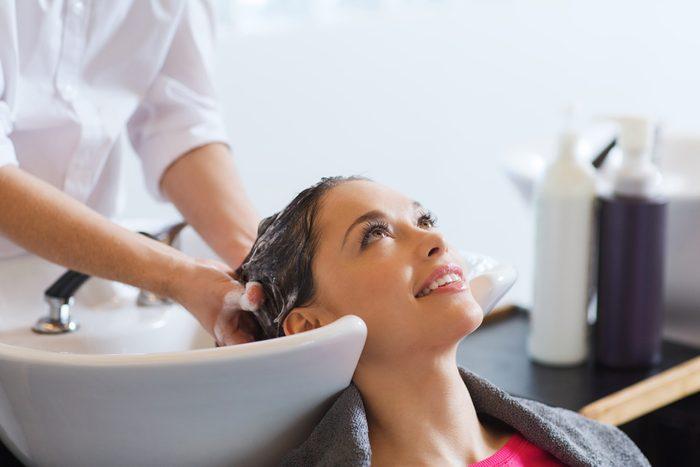 Cheveux teints: mettez-y de la brillance!