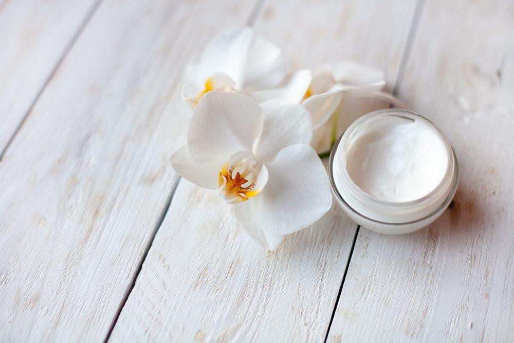 Pour une peau jeune et éclatante, utilisez un mégahydratant.