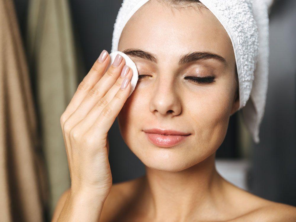 Pour une peau jeune et éclatante, nettoyez votre visagesouvent.