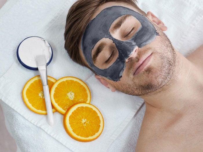 Essayez un masque de nuit pour avoir un peau plus jeune.