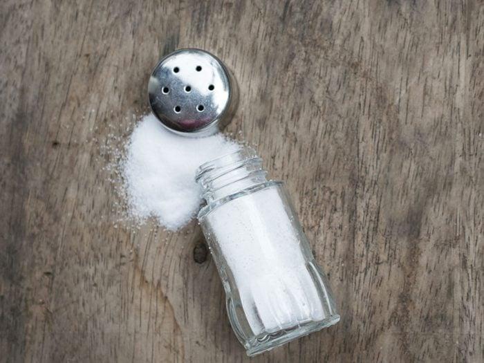 Pour une peau jeune et éclatante, ne consommez pas trop de sel.