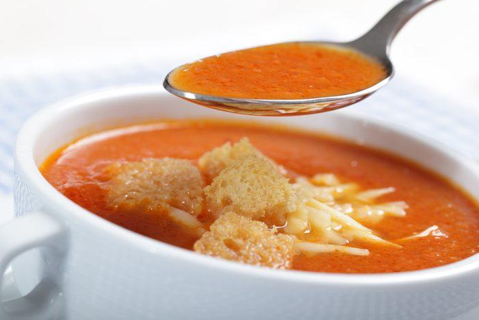 Une recette de soupe aux tomates et fromage