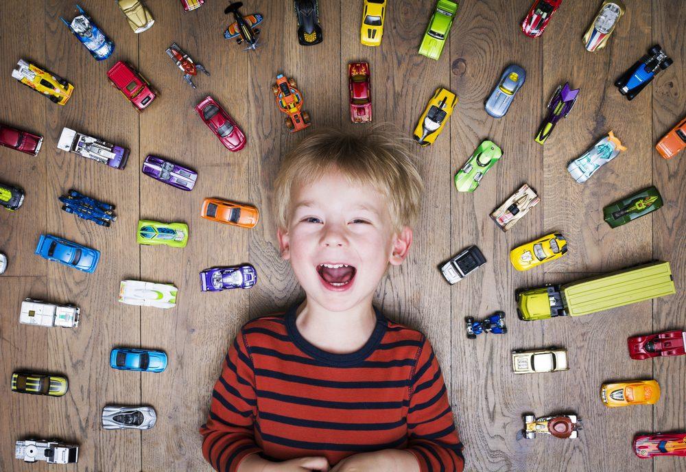 Rangez les jouets et objets de vos enfants.