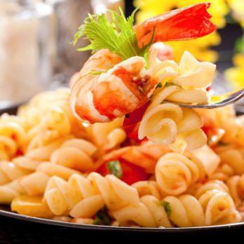 Fusillis aux tomates rôties et crevettes