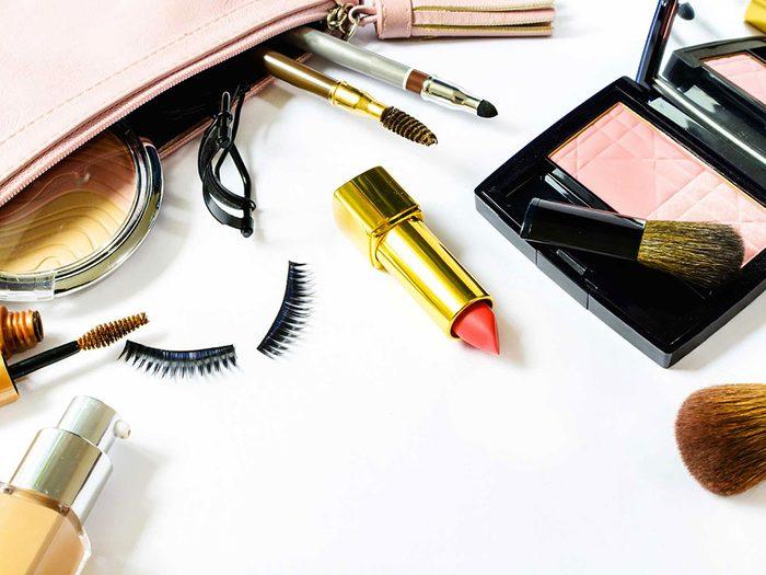 Ne mettez jamais vos produits de beauté grand format dans votre sac à main.