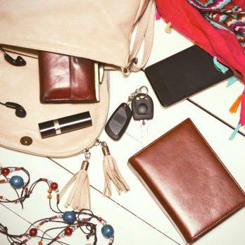 11 choses à ne jamais mettre dans votre sac à main!