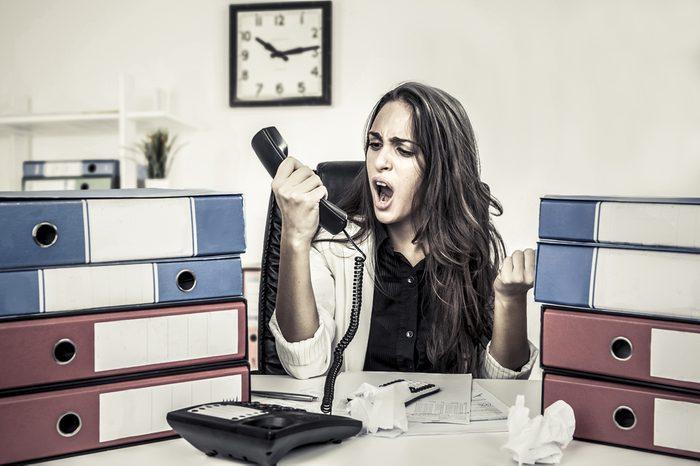 Politesse et étiquette: Ne hurlez pas au téléphone.