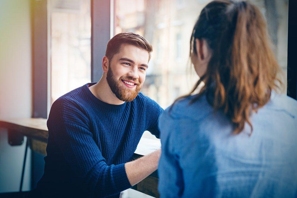 Règle de politesse et de savoir-vivre: Éteignez votre téléphone durant une vraie conversation.