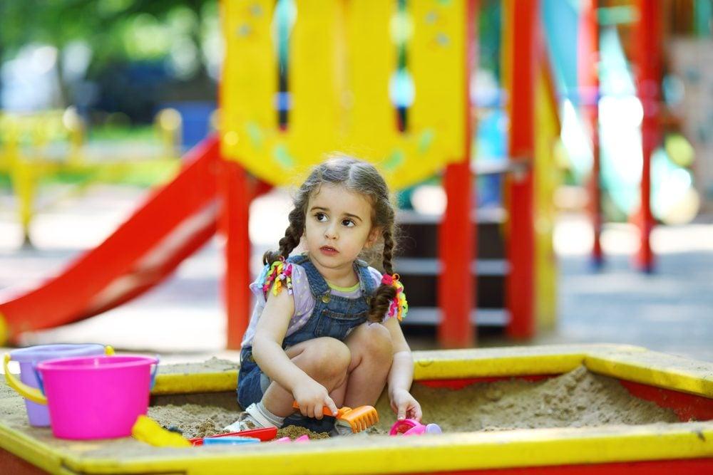 Règle de politesse et étiquette: Partagez vos jouets.