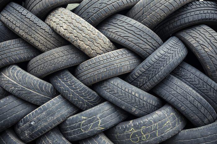 Évitez d'acheter des pneus usagés.