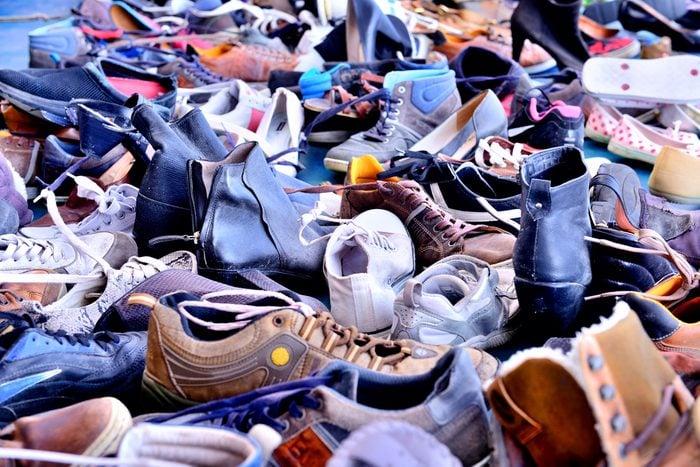 Évitez d'acheter des souliers dans une vente de garage