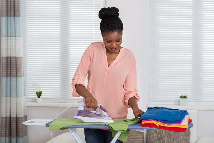 Les pires erreurs et faux-pas vestimentaires: ne pas repasser vos vêtements.