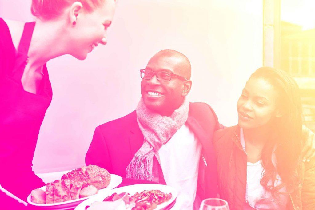 Votre amoureux et bon à marier: un homme gentil avec les gens est un bon partenaire.