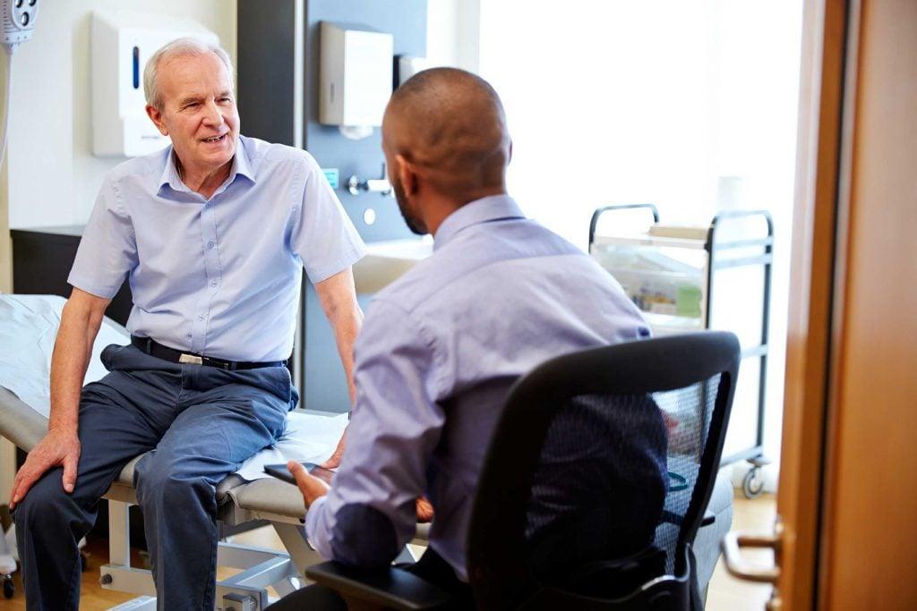 Truc anti-cancer pour prévenir le cancer: une visite régulière chez le médecin.