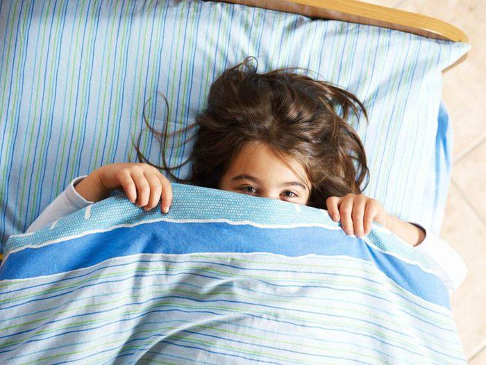 Symptôme de l'apnée du sommeil: Votre enfant mouille son lit.