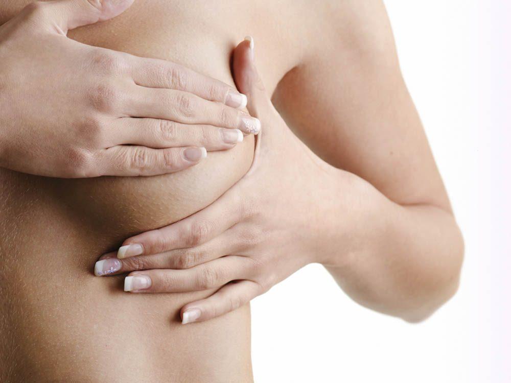 Symptômes du cancer du sein: changement au niveau des mamelons.