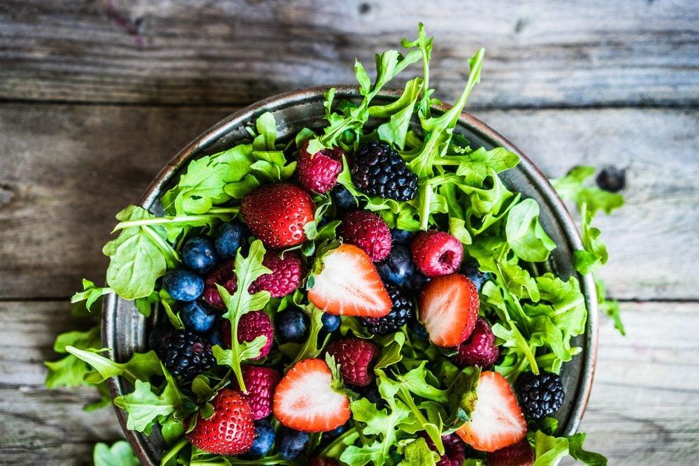 Collation santé: salade d'épinards.