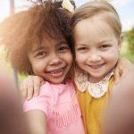 La revanche des «enfants du milieu»: leurs 7 forces et qualités!