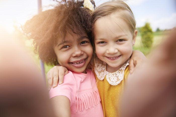 Les enfants du milieu entretiennent leurs relations avec d'autres enfants sandwich!