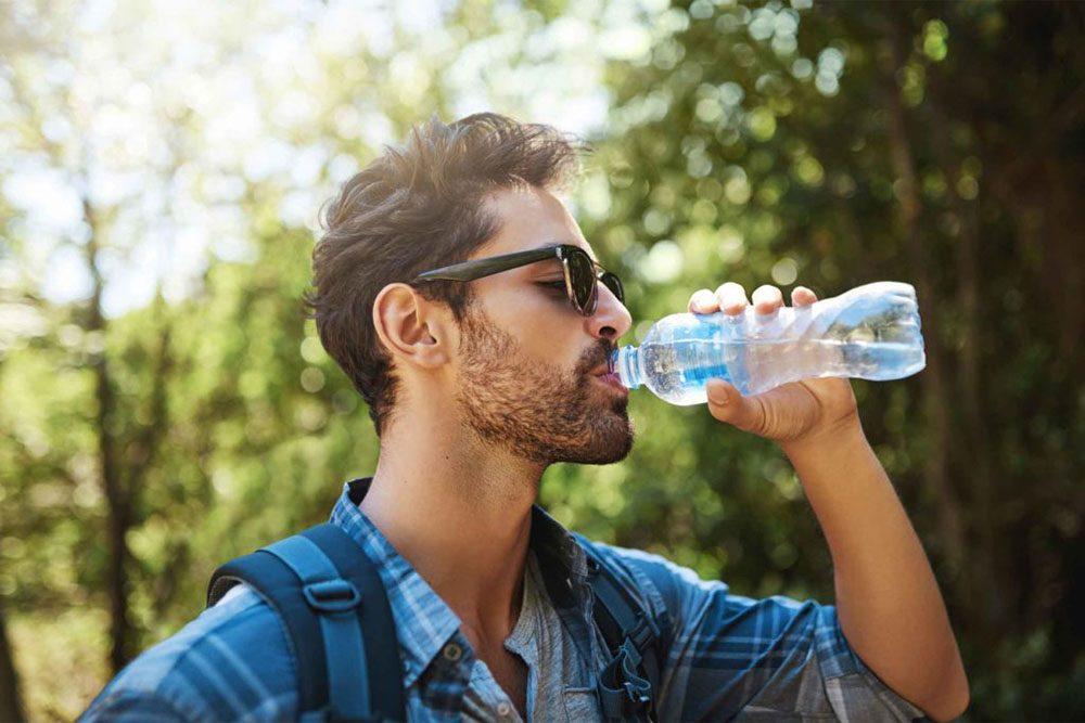 L'envie de boire de l'eau peut indiquer un diabète.