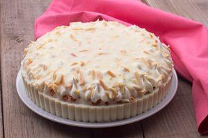 Gâteau étagé aux canneberges Chantilly