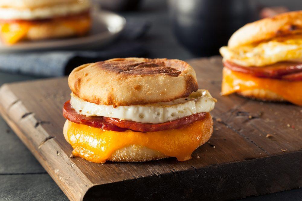 Une recette de déjeuner sur muffin anglais santé