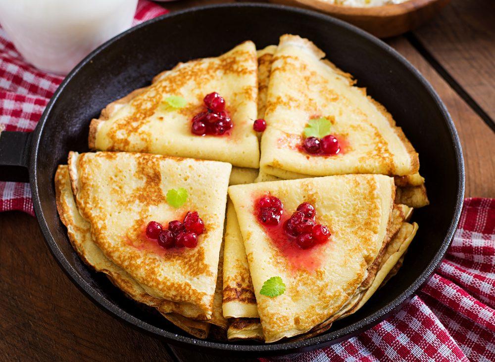 Une recette de déjeuner de crêpes aux flocons d'avoine et canneberges