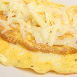Omelette fourrée au fromage