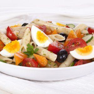 Salade de pâtes aux tomates et aux œufs