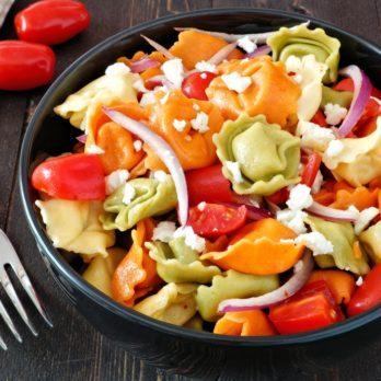 Salade de tortellinis aux carottes, sauce crémeuse aux fines herbes