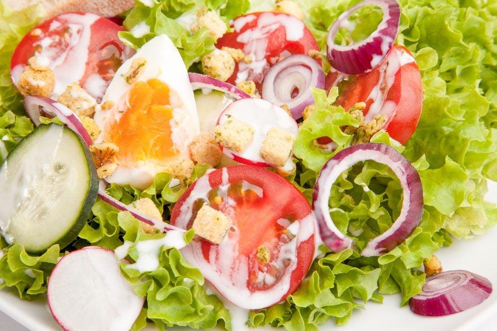 Les ufs 25 recettes g niales et faciles pour cuisiner l 39 uf - Salade verte calorie ...
