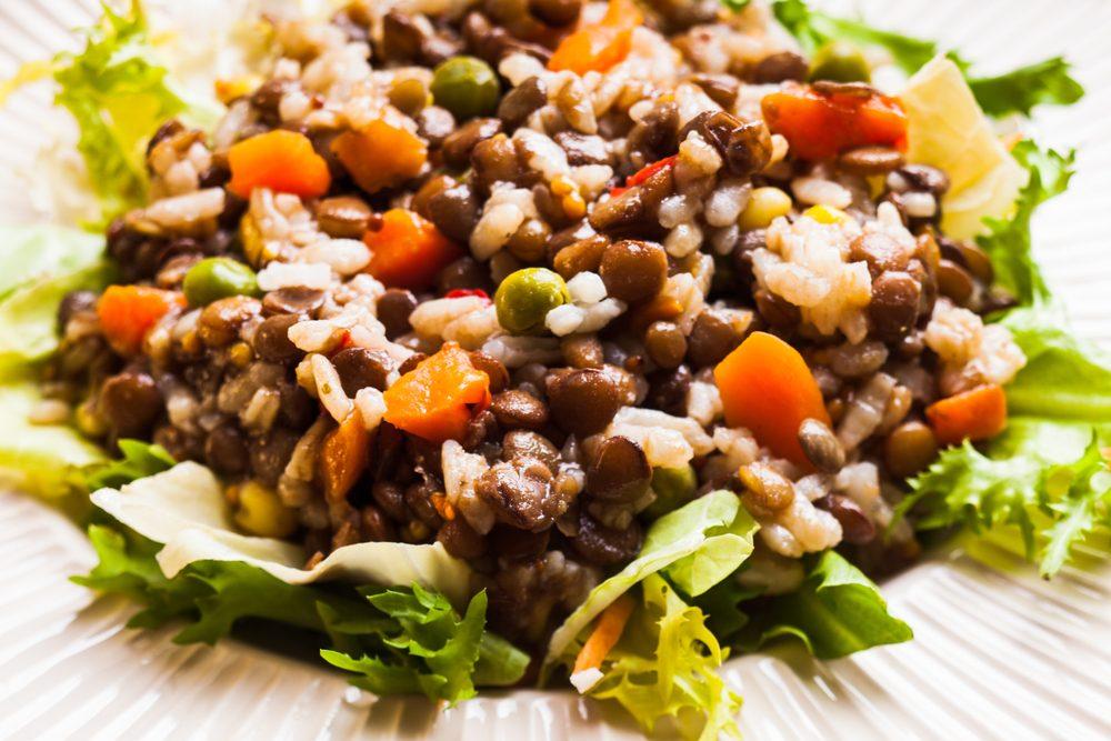 Une salade de haricots au yogourt grec.