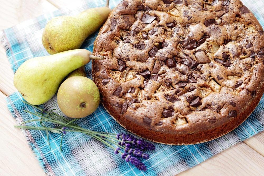 Un gâteau à la poire et chocolat