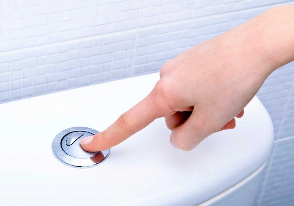 Aller aux toilettes plus souvent la nuit peut être un signe d'apnée du sommeil.
