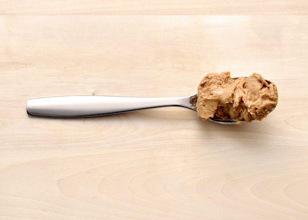 Pour atténuer les effets d'un excès de sucre, mangez du beurre d'arachide.